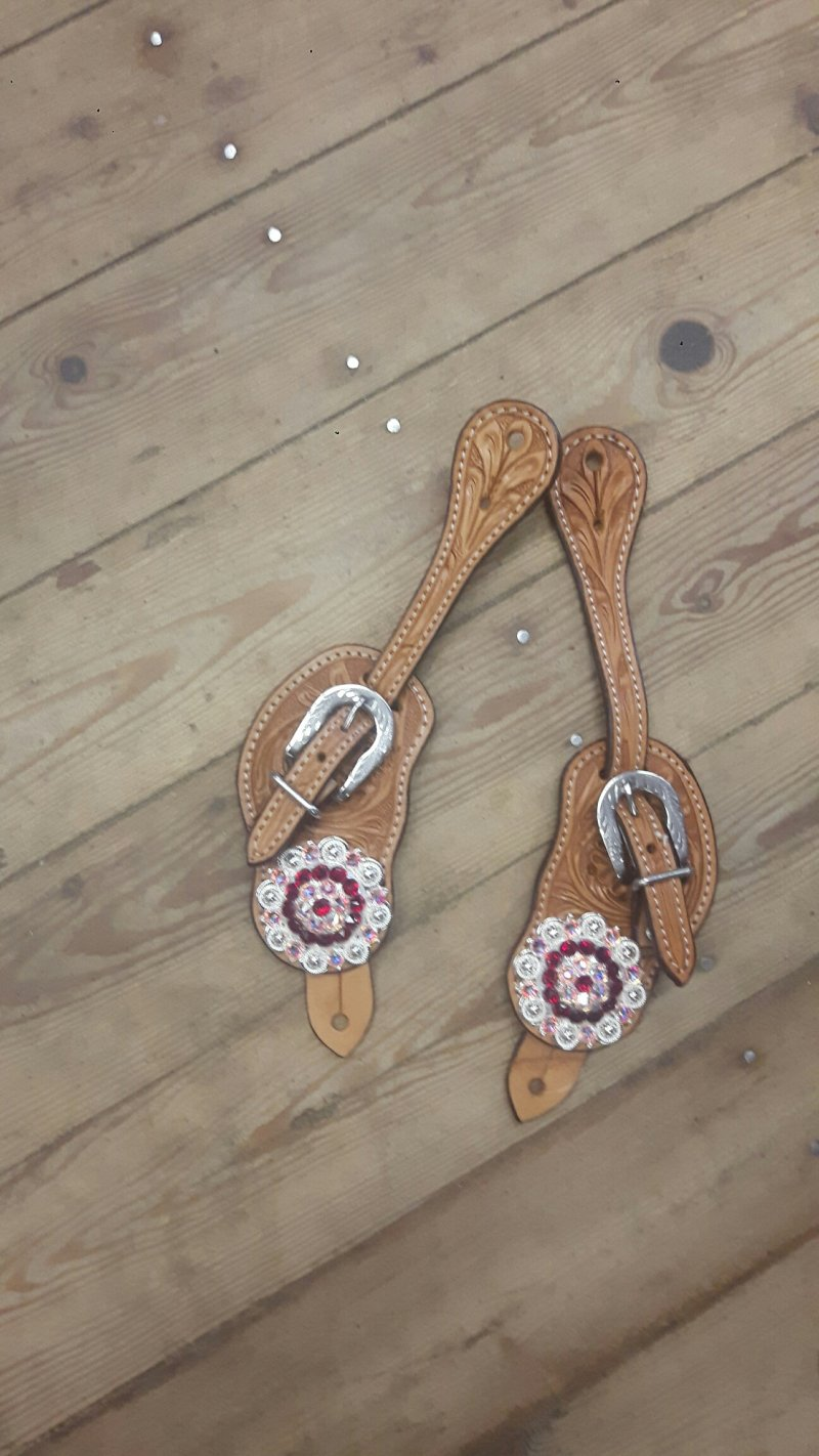 Natural spur staps with Red colored conchos