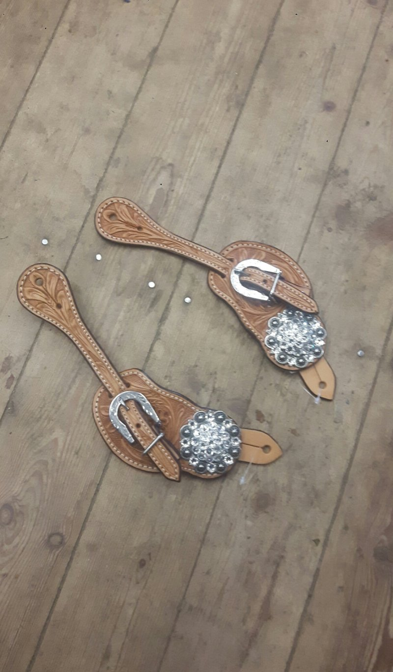 Natural spur staps with Silver colored conchos